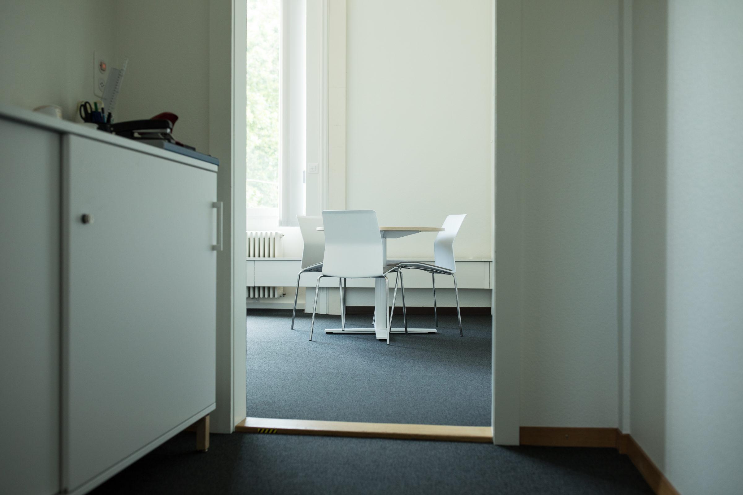 Coworking neuchâtel bureaux équipés salle de réunion réseau d